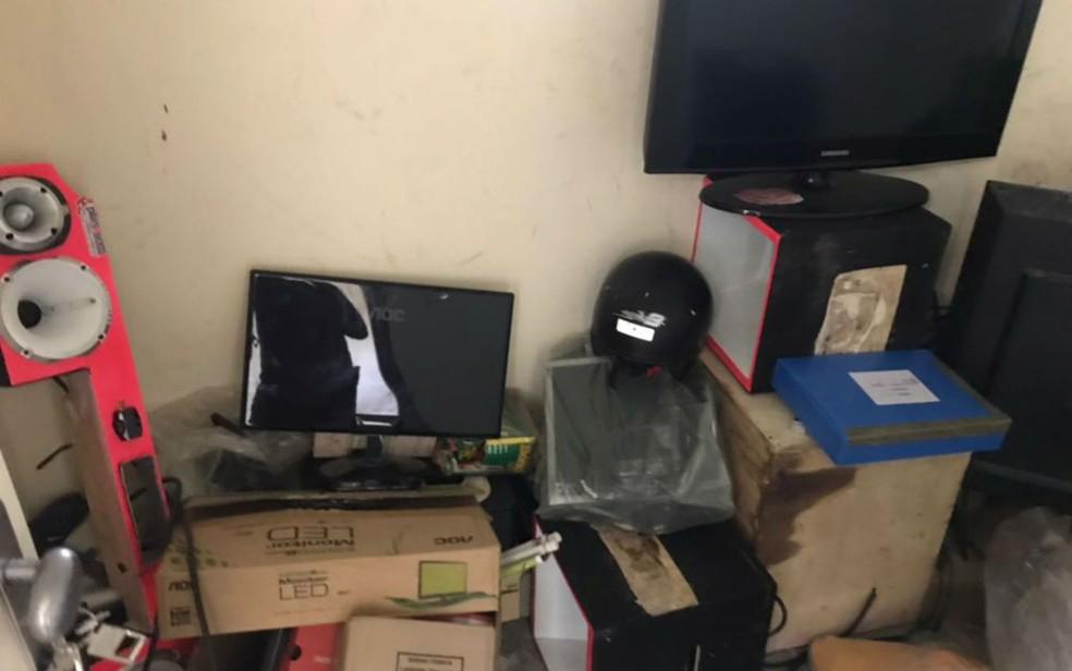 Objetos encontrados com os alvos da operação das polícias Civil, Militar e Rodoviária Federal na Bahia (Foto: Divulgação/SSP-BA)