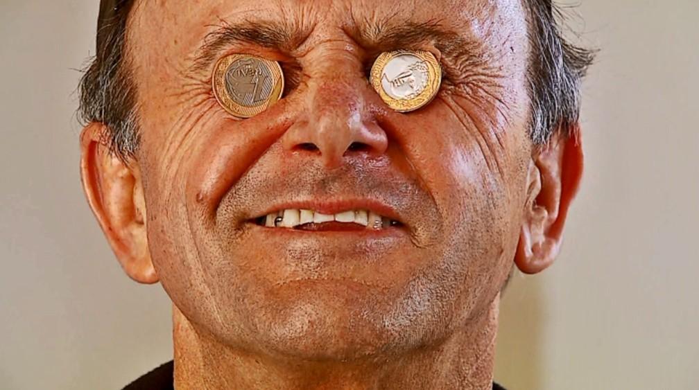Vidraceiro realizou sonho de comprar moto após juntar moedas por 25 anos em MG (Foto: Cacá Trovó/EPTV)