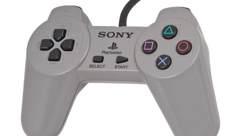 O controle DualShock do PlayStation One quebrou várias convenções da época — Foto: Reprodução/Redbull