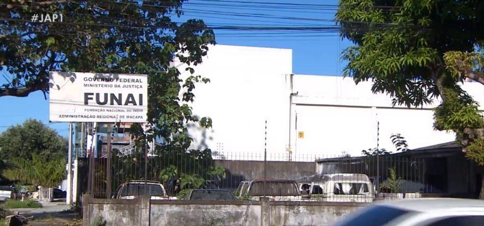 Veículos abandonados em prédio sem uso da Funai preocupam moradores no Centro de Macapá