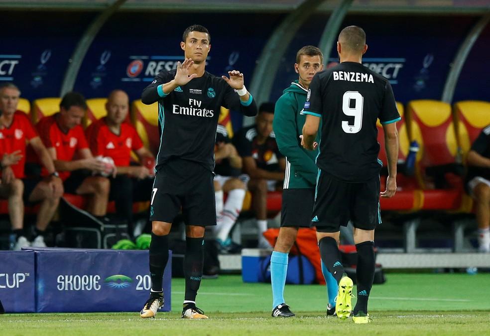 Cristiano Ronaldo entra no lugar de Benzema no segundo tempo (Foto: Reuters)
