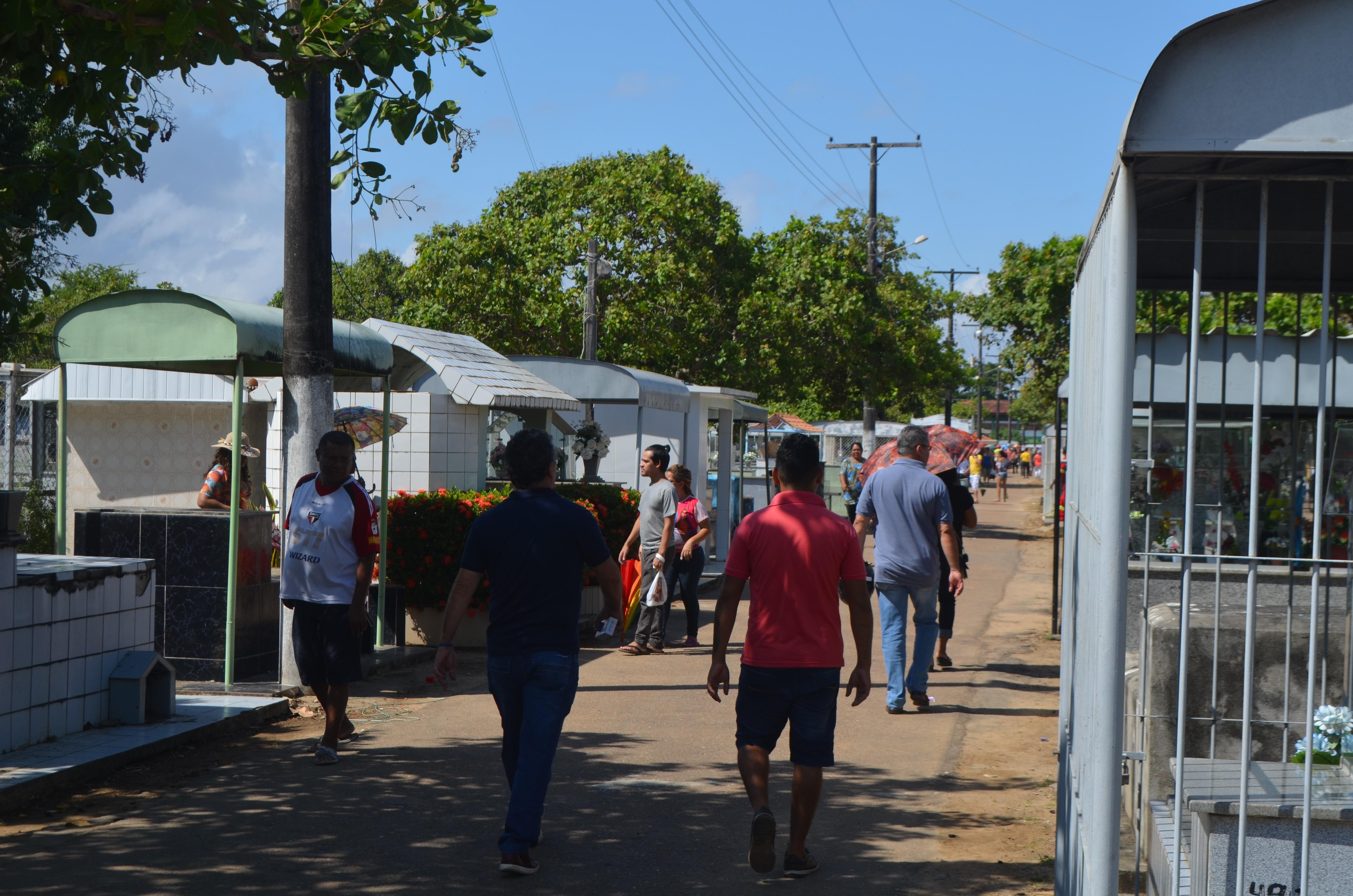 Cemitérios públicos de Macapá vão abrir no Dia dos Pais; visitantes devem seguir protocolo