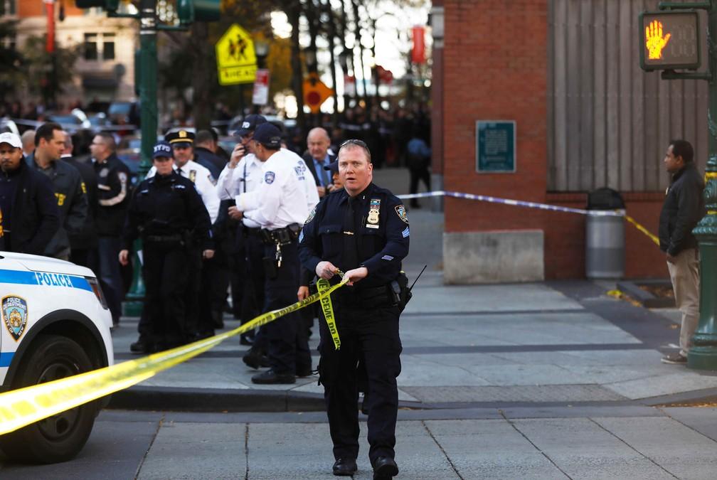 Polícia bloqueia a rua após tiroteio em Nova York (Foto: Shannon Stapleton/Reuters)