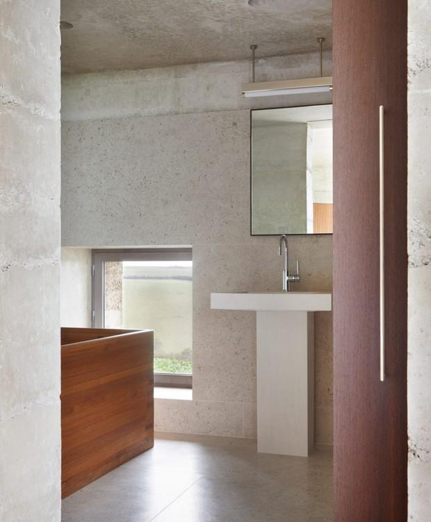 No interior, os cinco quartos contam com banheiro privado (Foto: Deezen/ Reprodução)