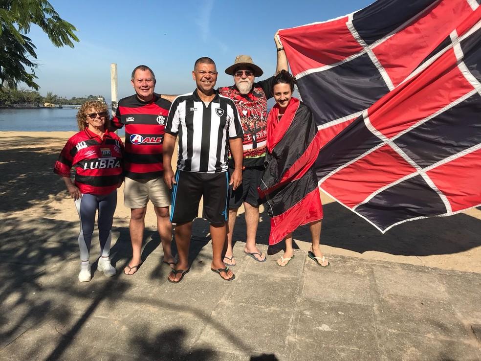 Torcedores de Botafogo e Flamengo na Ilha de Paquetá (Foto: Marcela Dottling)