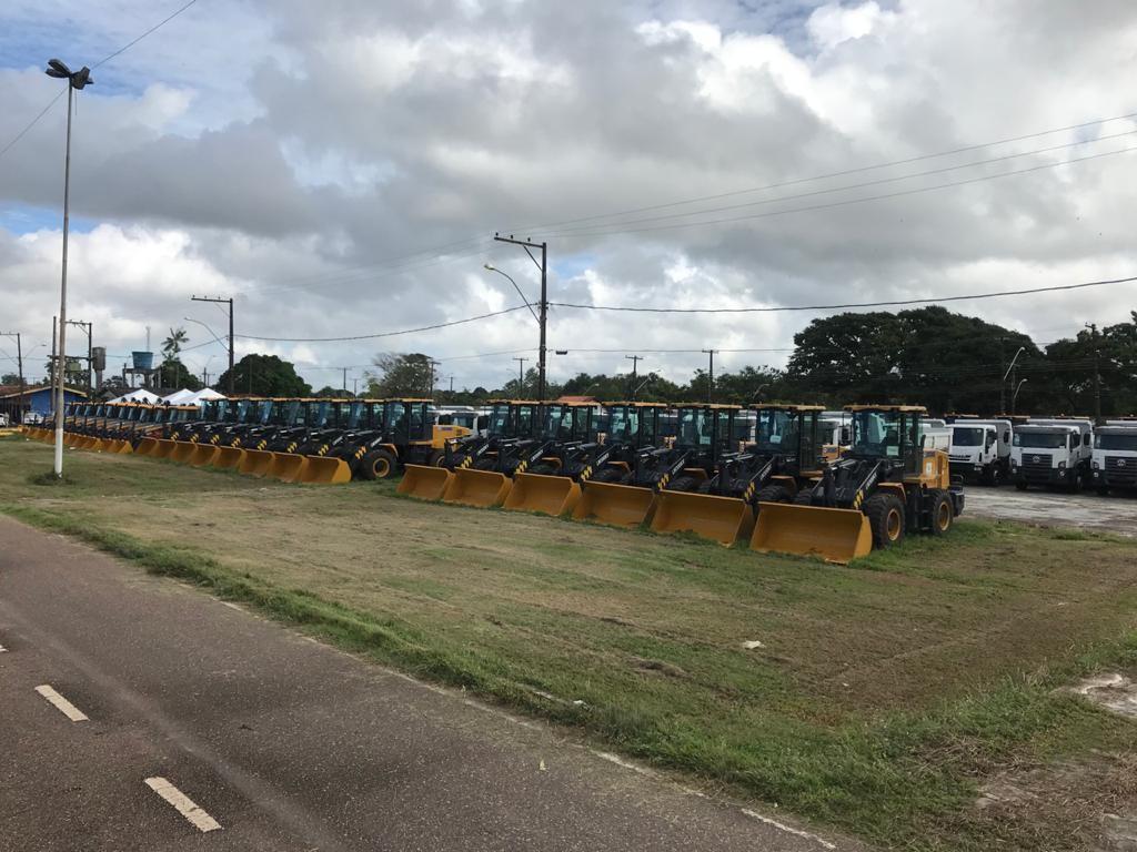 Frota com 145 veículos entre tratores, caminhões e caçambas é distribuída a municípios do AP