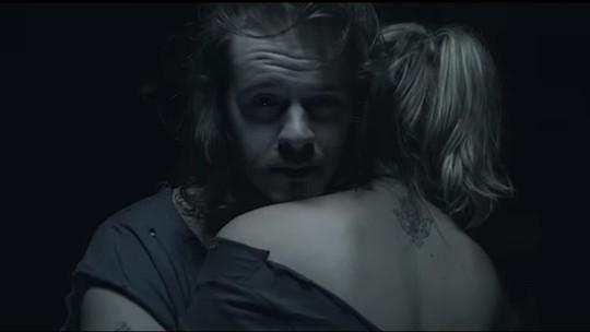 Bellamore, do 'SuperStar', lança clipe de 'Órbita' com ex-Malhação e mostra bastidores