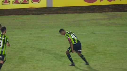 Londrina faz seis mudanças, repete erros e acumula quarta derrota seguida