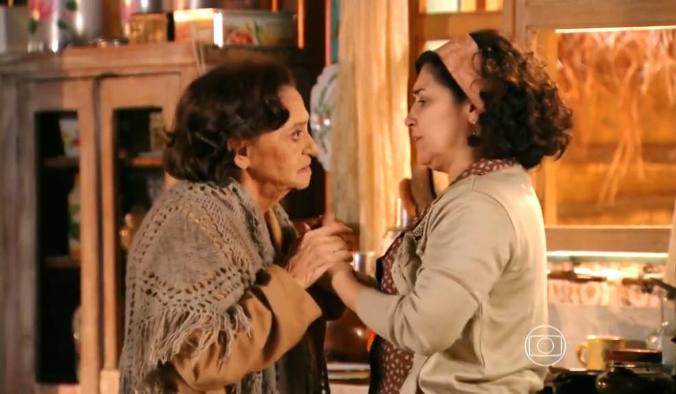 Maria Adília (Inez Vianna) relembra terror causado por Dionísio (Sérgio Mamberti) no passado - 'Flor do Caribe' — Foto: Globo