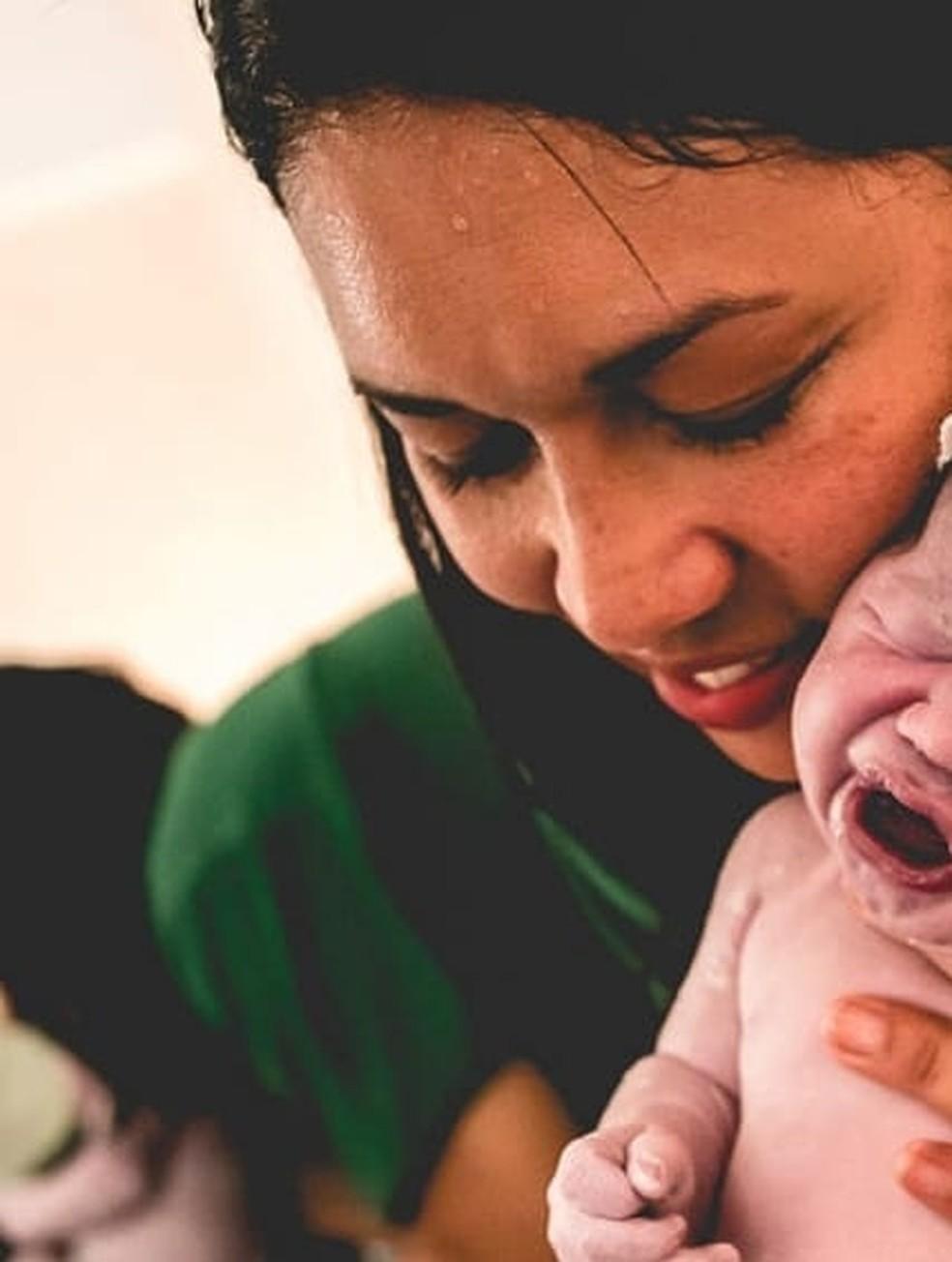 Karla Valle era enfermeira obstetra e morreu com coronavírus neste domingo (27) — Foto: Reprodução/Redes sociais