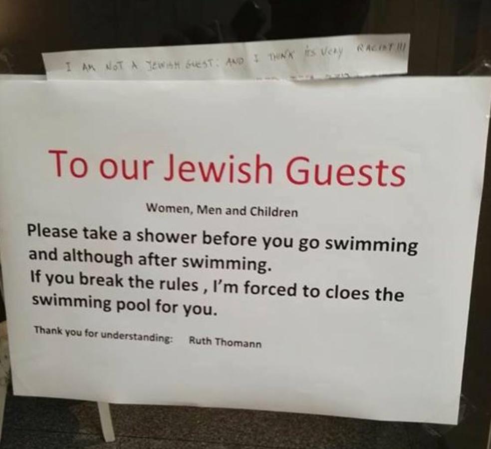 O cartaz colocado na entrada da piscina do hotel Aparthaus Paradies (Foto: Reprodução/Twitter/@benjamincohen)