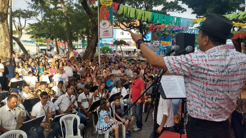 Na Praça do Arsenal, orquestra com 80 músicos usa público como termômetro para testar novas composições (Foto: Wanessa Andrade/GloboNews)
