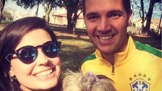 Jornalista lança livro com cartas a namorado vítima da queda do avião da Chapecoense