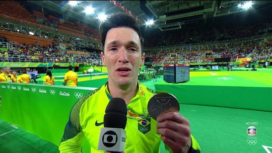 Brasil é prata e bronze com Diego Hypolito e Arthur Nory na final do solo masculino