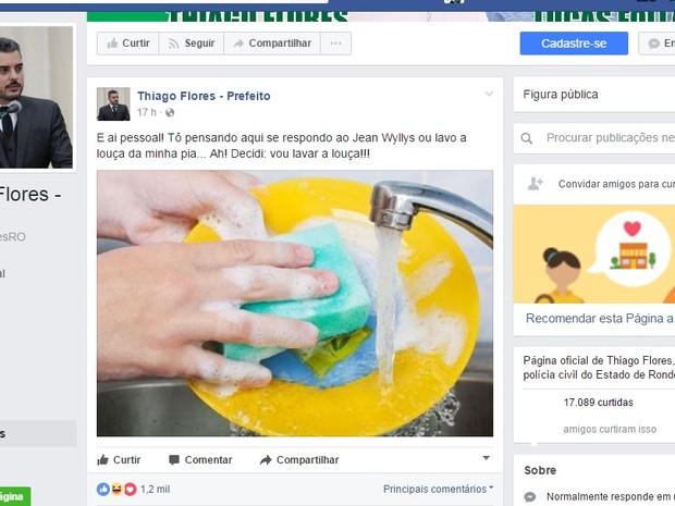 Prefeito de Ariquemes rebateu critica de deputado na mesma rede social  (Foto: Facebook/Thiago Flores)