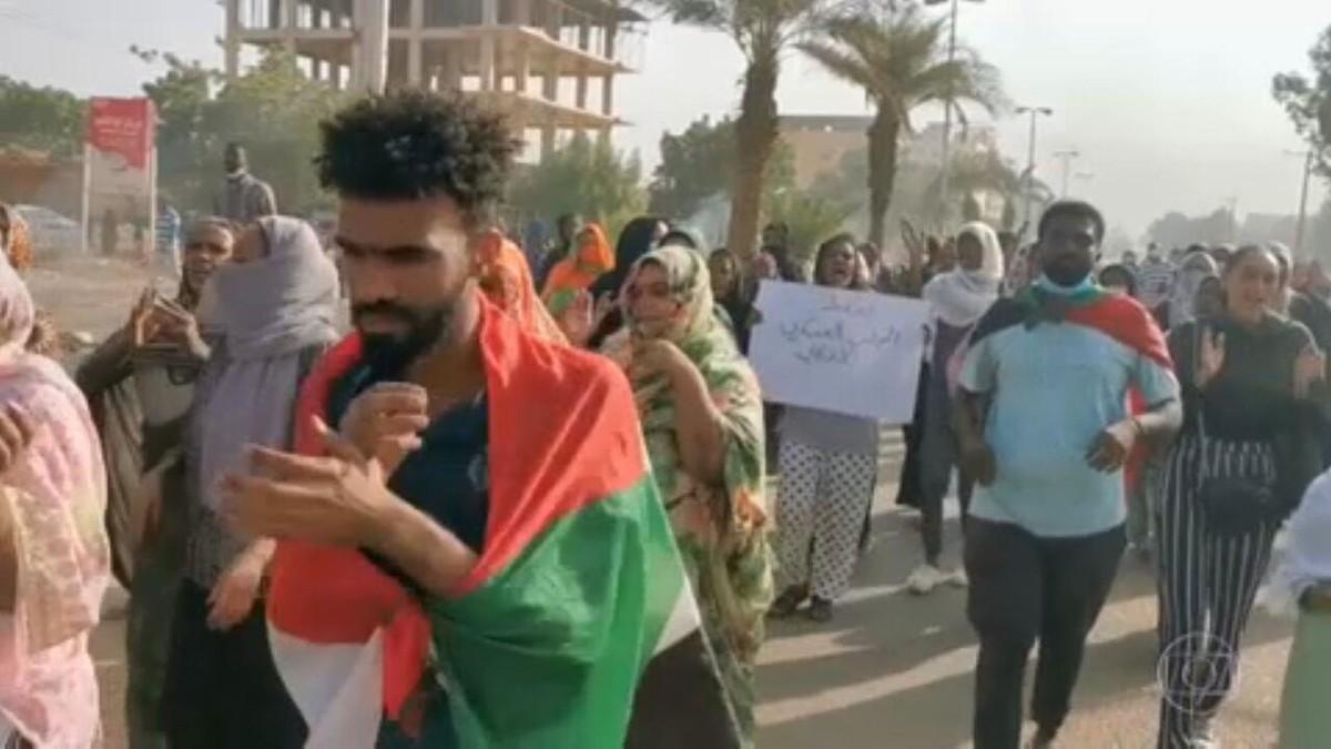 Militares do Sudão dão golpe de Estado e prendem primeiro-ministro