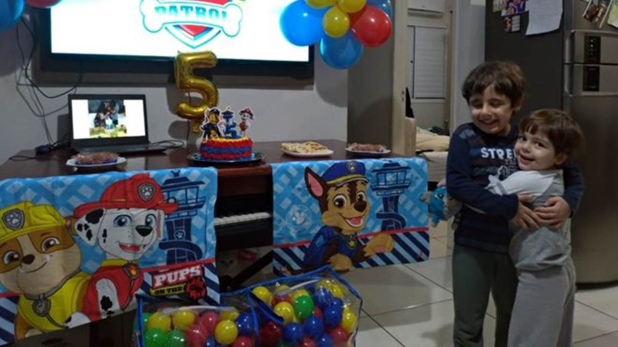 'Ele soluçava e perguntava pelos amigos': o final feliz de festa de aniversário de menino com autismo em meio à pandemia