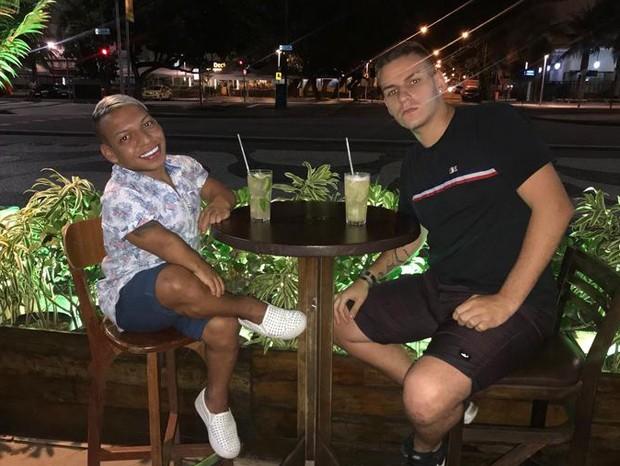 Tokinho e o namorado, Caio Tabelini (Foto: Reprodução/Instagram)