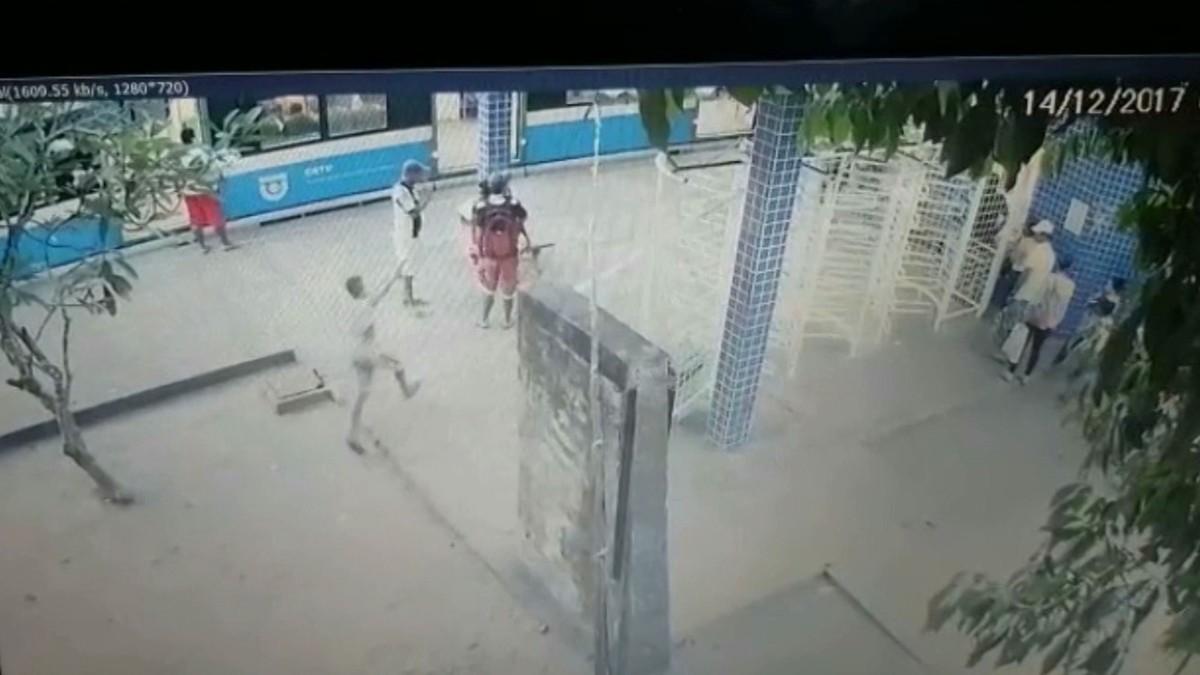 Detido adolescente suspeito de matar homem e ferir mulher em estação ferroviária, na PB