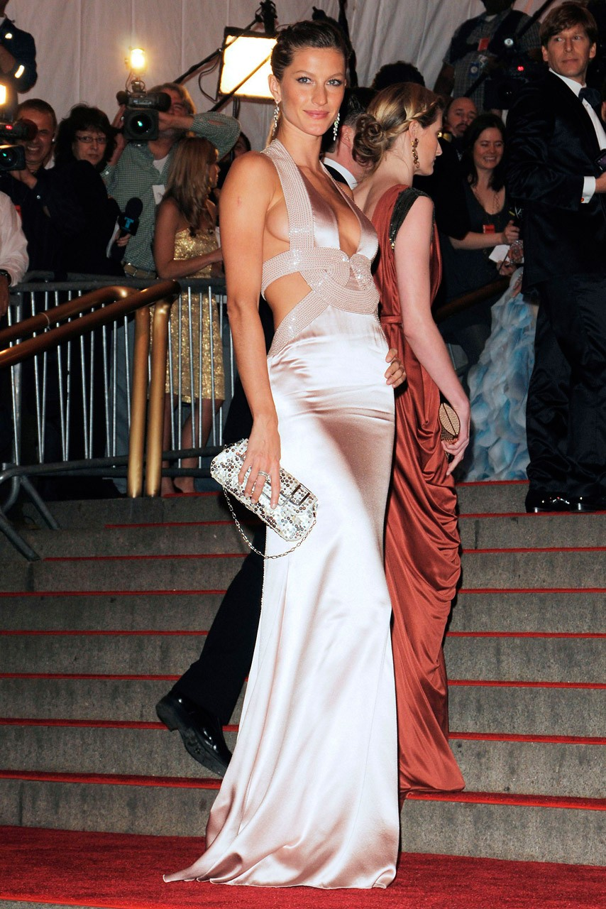 Gisele Bundchen, de Versace, no Baile do Met de 2008  (Foto: Getty Images)