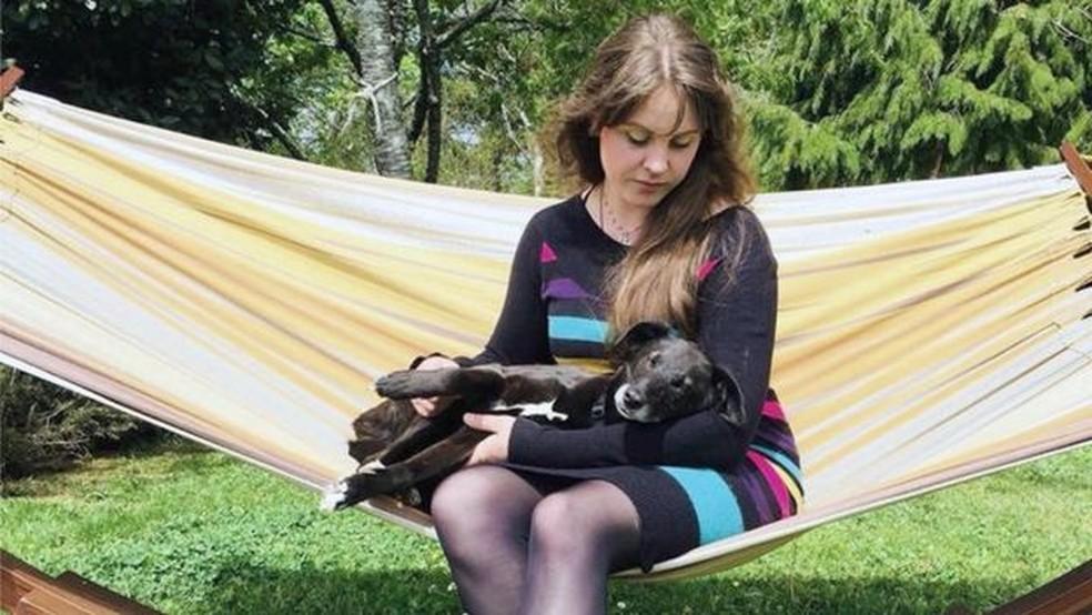 Rebecca Barker, de 37 anos, diz que dependência em sexo arruinou seu relacionamento e a levou a se isolar (Foto: Arquivo Pessoal)