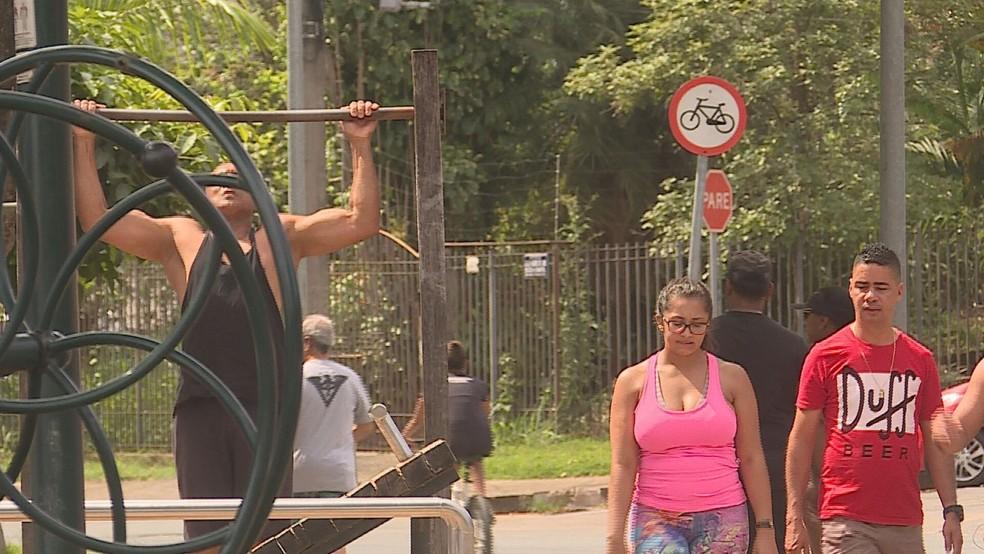 Muita gente foi para a Lagoa da Pampulha praticar atividade física neste domingo — Foto: Reprodução / TV Globo