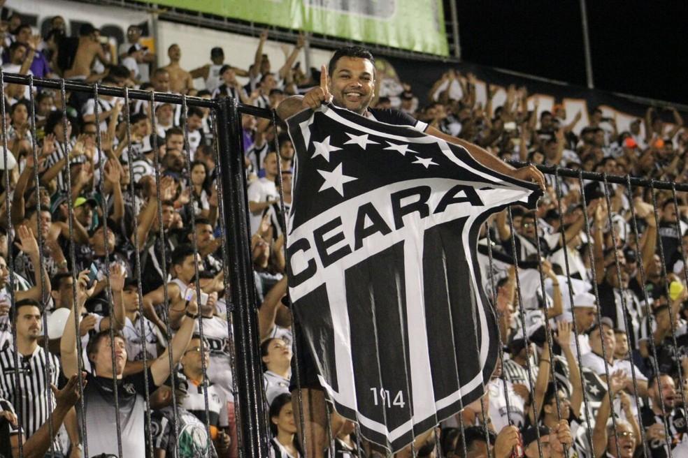 Torcida do Ceará compareceu em bom número e fez a festa no Frasqueirão  (Foto: Fabiano de Oliveira/GloboEsporte.com)