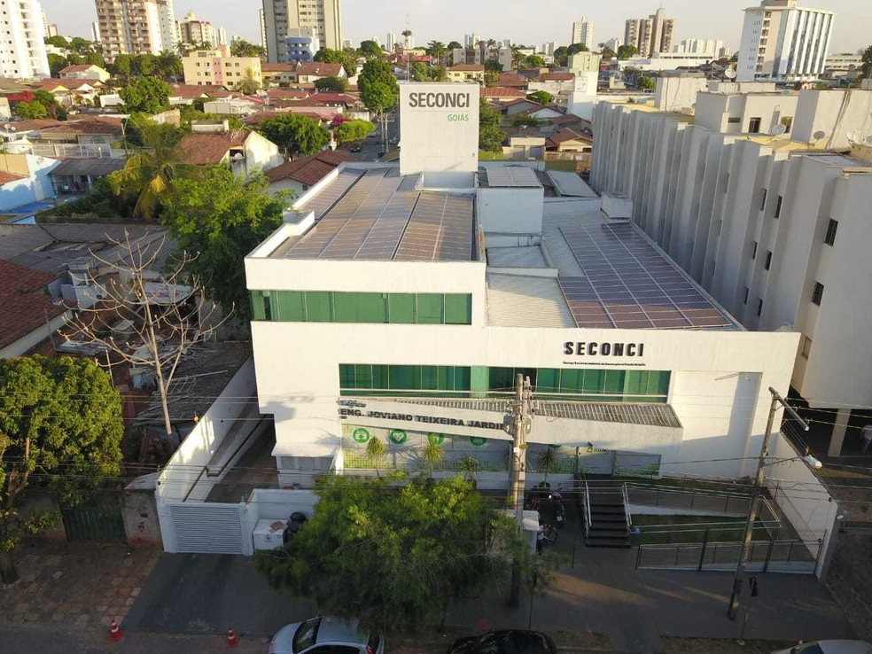Insitituição implantou placas fotovoltaicas no teto do prédio, em Goiânia, Goiás — Foto: Seconci/Divulgação