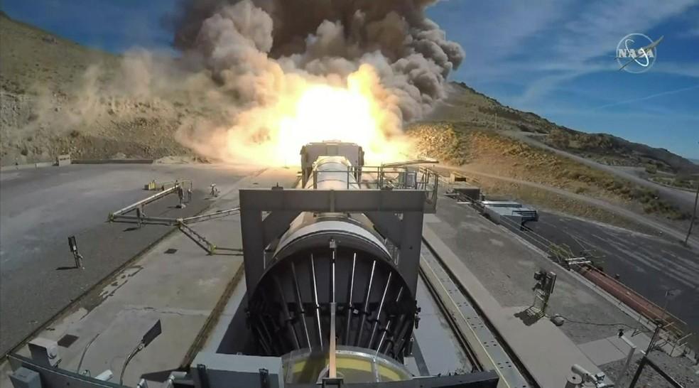 Nasa testou um foguete auxiliar que ajudará a enviar americanos à Lua em 2024  — Foto: BBC