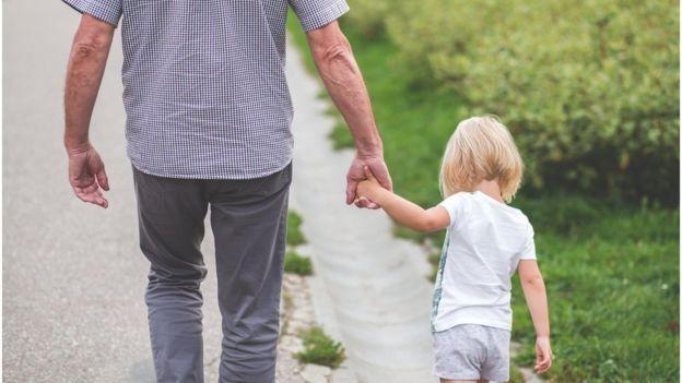 Nenhum país conseguiu enriquecer depois de sua população envelhecer, diz especialista (Foto: BBC)