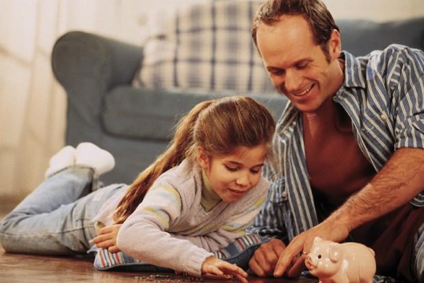 Mesada_filhos_crianças_pais_dinheiro_educação_cofrinho (Foto: Thinkstock)