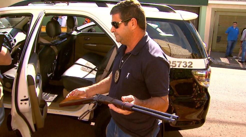 Carabina calibre 44 teria sido usada no crime em Sertãozinho, SP — Foto: Reprodução/EPTV