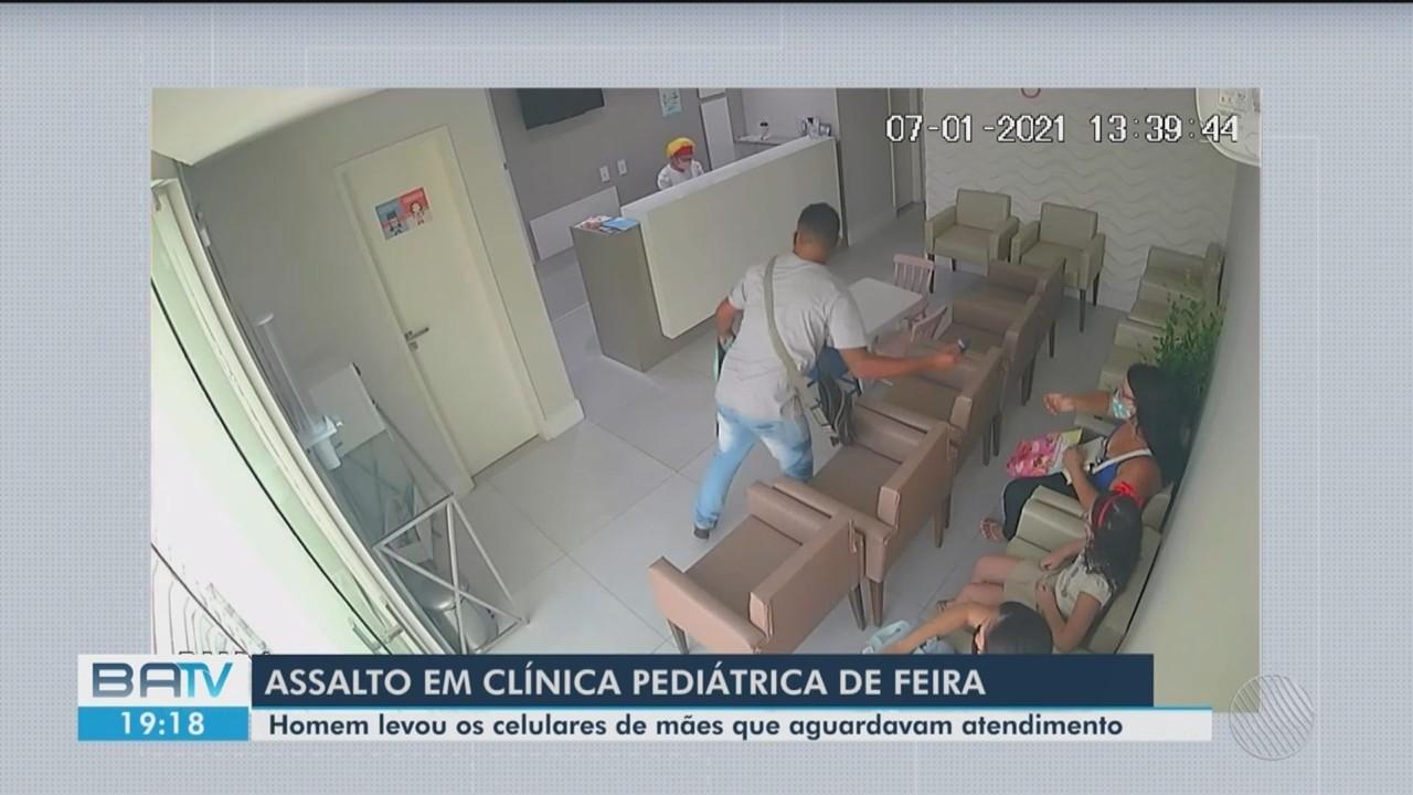 Câmera flagra momento em que homem assalta clínica pediátrica em Feira de Santana