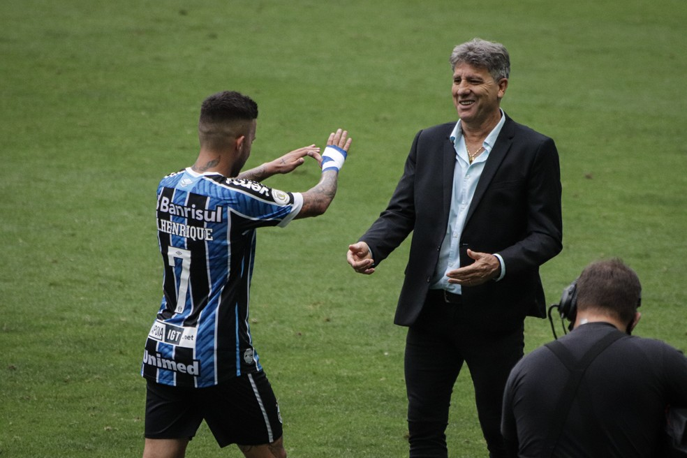Matheus Henrique e Renato Portaluppi em Grêmio 4x0 Vasco — Foto: Lucas Bubols/ge.globo