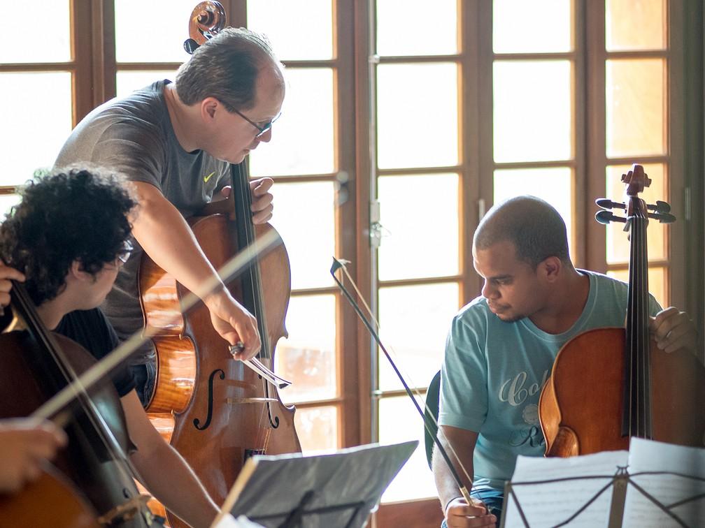 Jovens talentos e grandes músicos trocam experiência em Mococa, SP (Foto: Miles Essex/Divulgação)