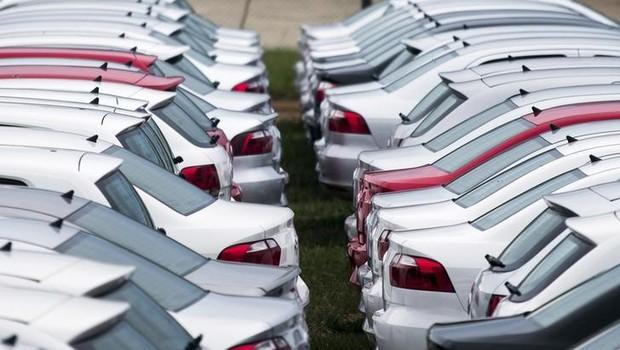 Carros novos estacionados em pátio da montadora alemã Volkswagen em Taubaté, no Estado de São Paulo (Foto: Roosevelt Cassio/Reuters)