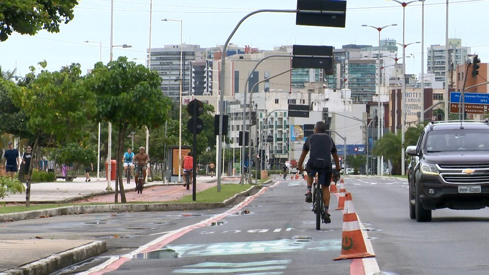Após liberar ciclofaixa em Vitória, prefeitura decide por suspensão — Foto: Roberto Pratti/ TV Gazeta