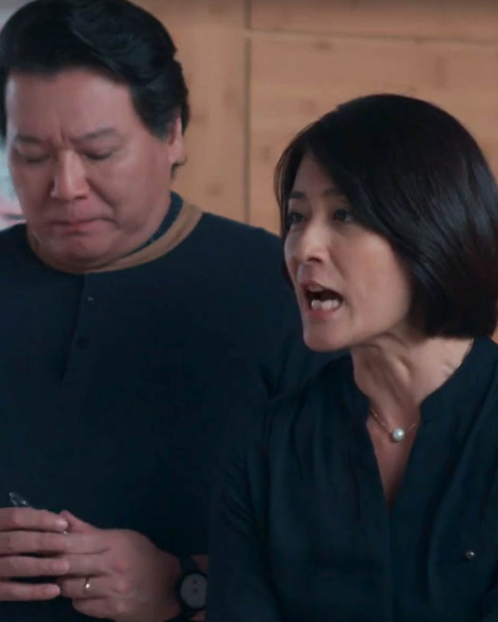 Mitsuko (Lina Agifu) discute com Tina (Ana Hikari) em 'Malhação - Viva a Diferença' — Foto: Globo
