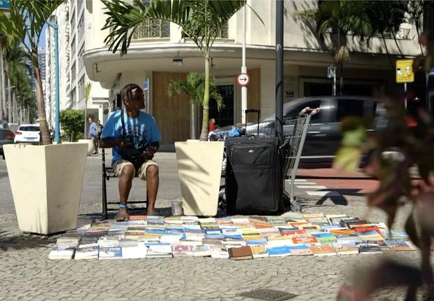 José Marcos de Souza, morador de rua que sobrevive graças à venda de livros (Foto: BBC News)