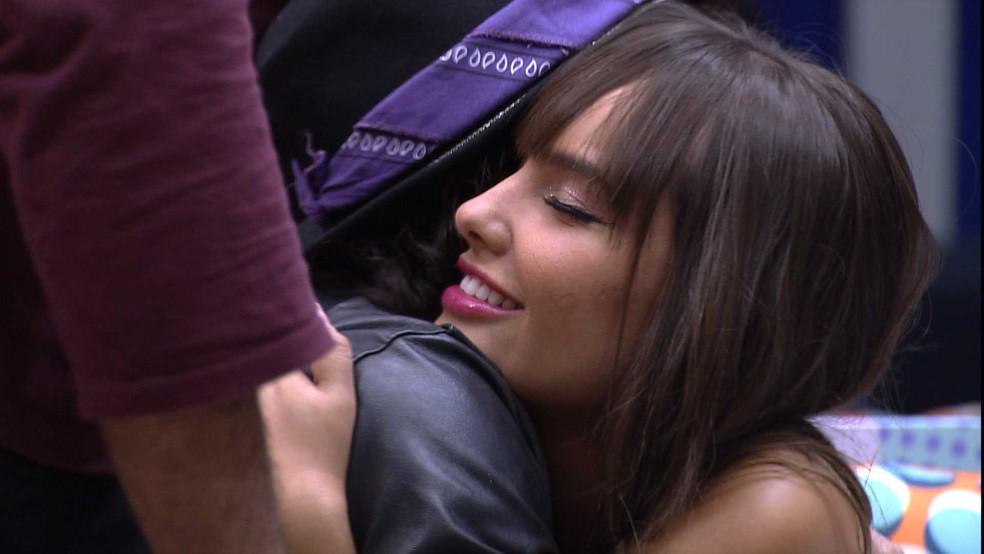 BBB21: A sister recebeu o carinho dos brothers — Foto: Globo