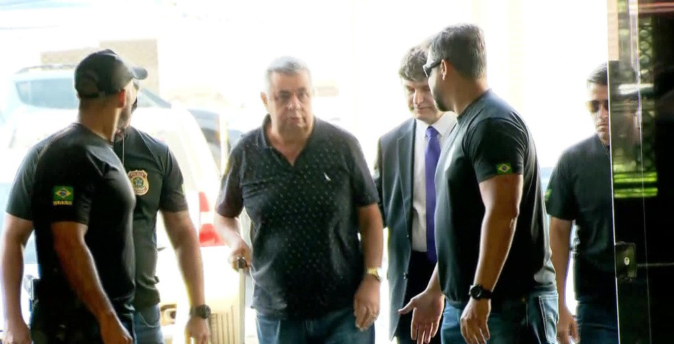 Jorge Picciani chega à sede da Polícia Federal no Rio nesta terça-feira (14) (Foto: Reprodução/GloboNews)