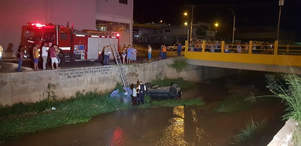 Uma adolescente morreu após acidente em Lins — Foto: Nova TV/Divulgação