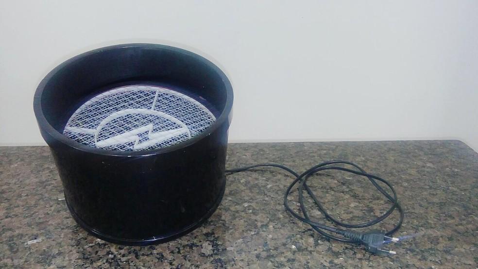 Dispositivo tem placa aquecedora que libera os aminoácidos no ar e atrai os mosquitos (Foto: Divulgação)