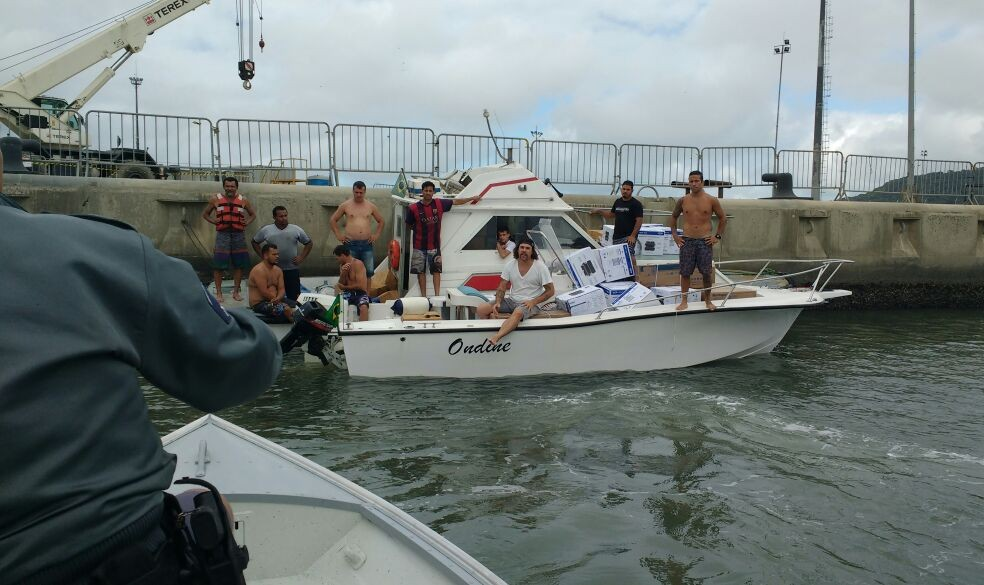 Grupo foi preso em flagrante por equipes da Polícia Militar Ambiental (Foto: G1 Santos)