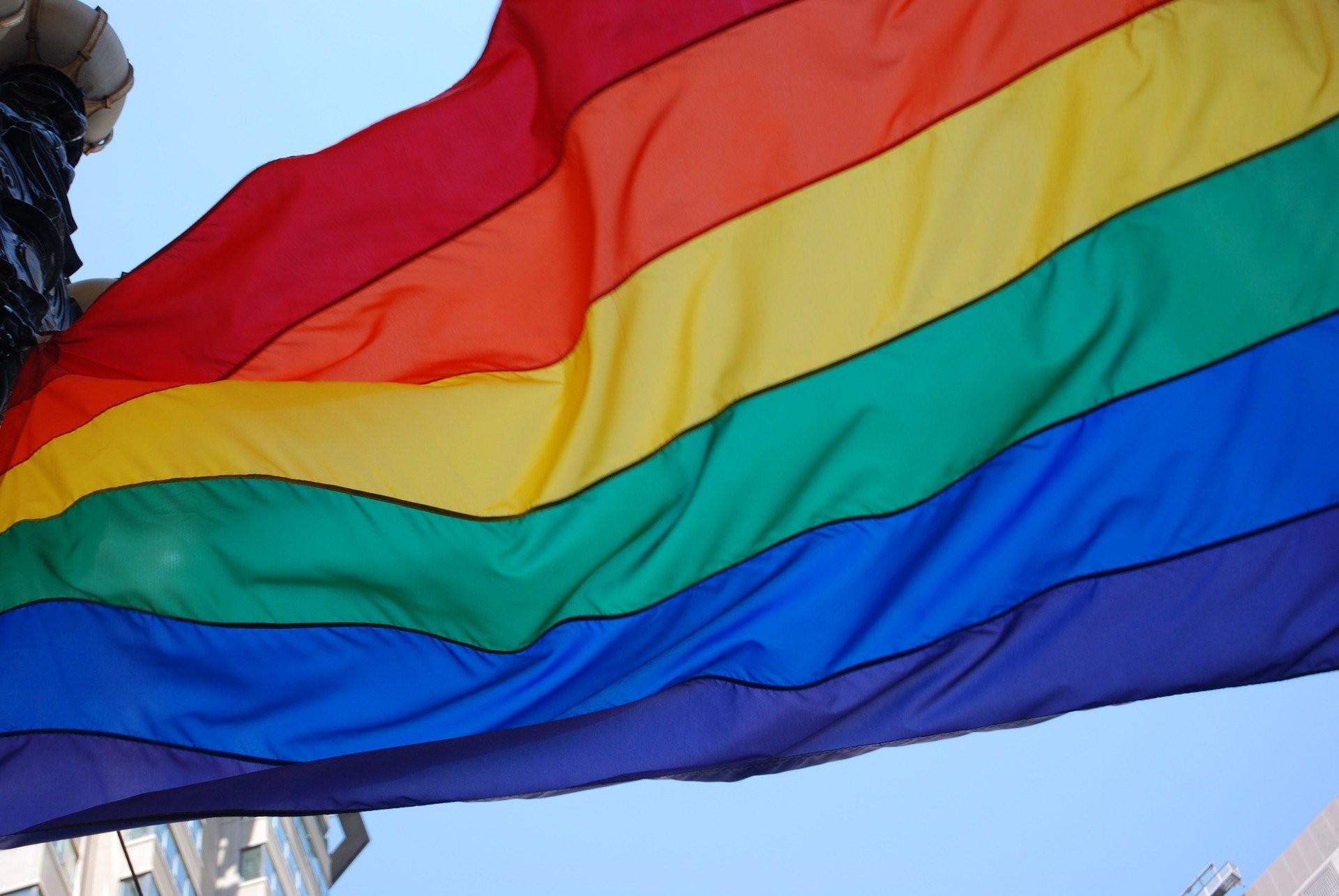 Pela primeira vez, Justiça piauiense concede registro de pessoa não-binária à jovem