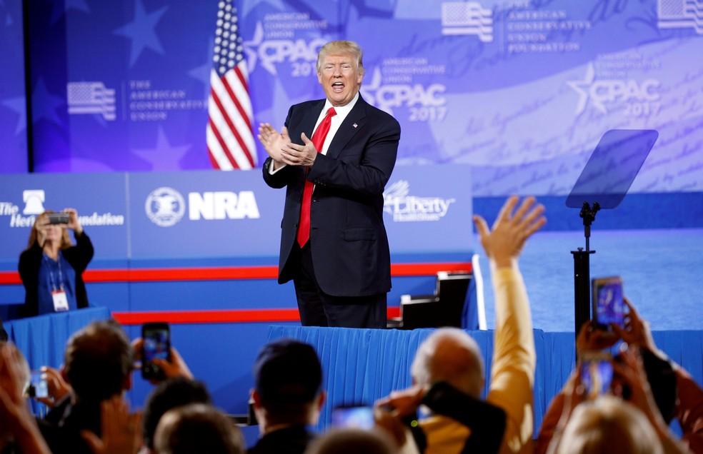 Trump aplaude apoiadores em evento de republicanos, em Maryland, nos EUA (Foto: Kevin Lamarque/Reuters)