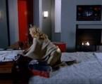 Cena de 'Fina estampa' em que Teodora aparece com uma mala de dinheiro   Reprodução