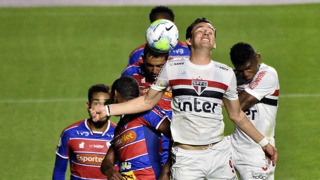 São Paulo 1 x 0 Fortaleza: Pablo disputa no alto com a zaga do Fortaleza