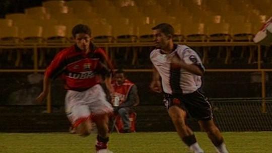 Em 1998, Vasco poupou titulares e comemorou Libertadores contra o Flamengo