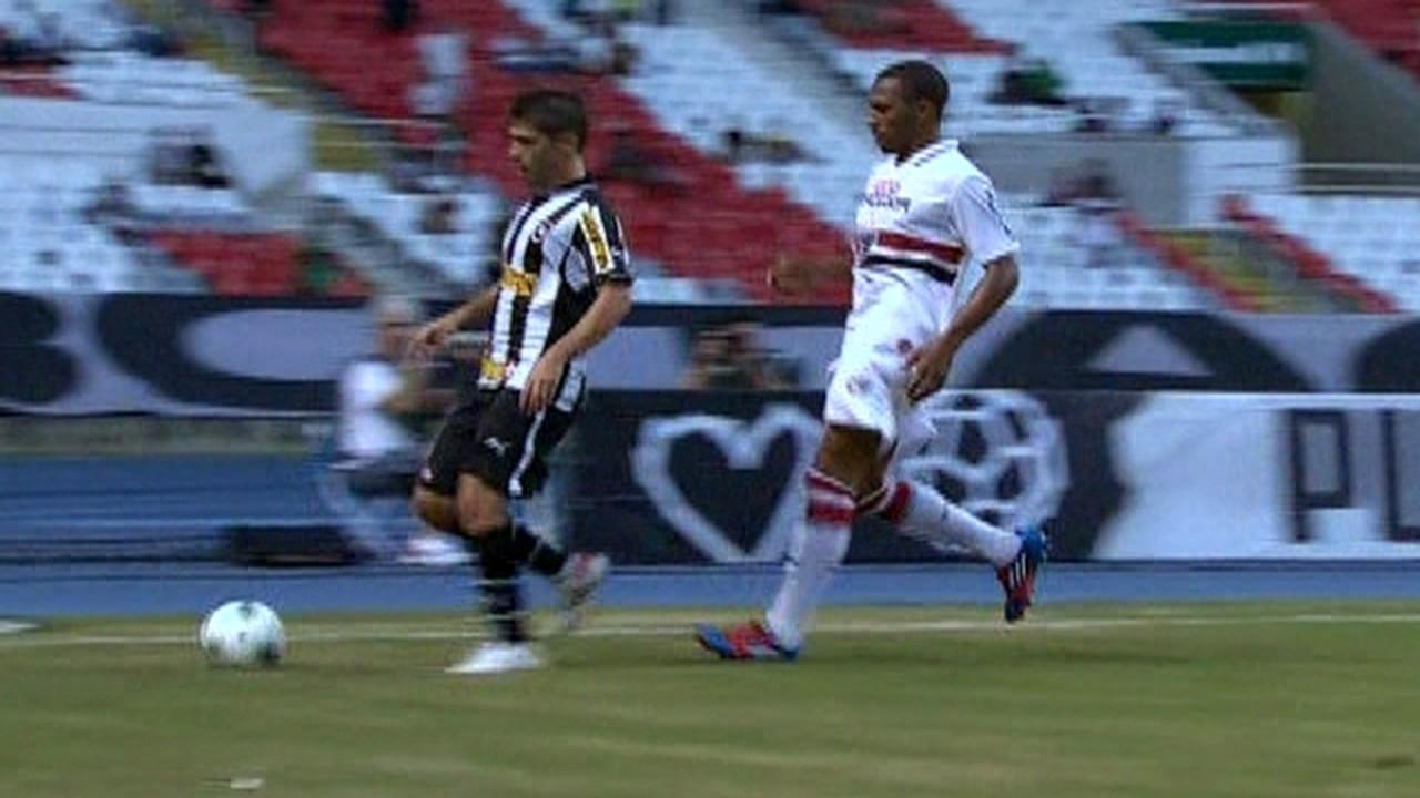 Para fechar a trinca de estreias contra cariocas, o São Paulo enfrentou o Botafogo, em 2012, e perdeu por 4 a 2